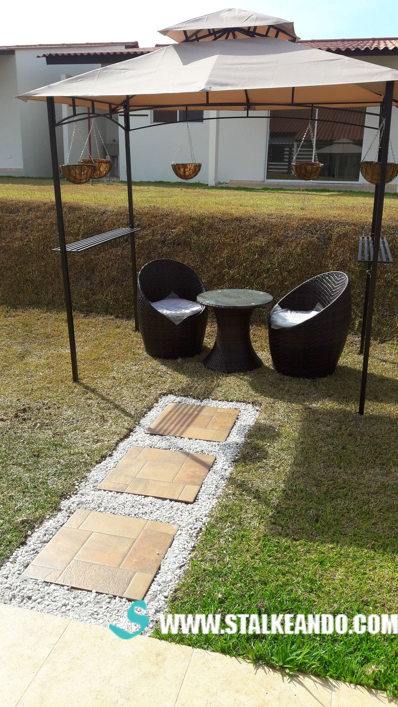 Stalkeando camino de piedras para tu jard n o patio for Como colocar piedras blancas en el jardin